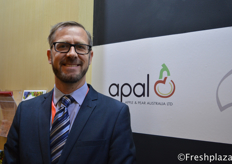 Andrew Mandemaker from Apple Pear Australia Ltd. Their apples and pears cannot enter China yet, but he hopes that in the future the governments of both countries can come to an agreement. If he could choose, he would like to start with introducing the Pink Lady apple to China. //苹果和梨澳大利亚有限公司的集团质量与创新负责人Andrew Mandemaker。他们的苹果和梨还不能进入中国,但他希望将来两国政府能达成一致。如果他可以选择,他希望先把Pink Lady苹果推广到中国。