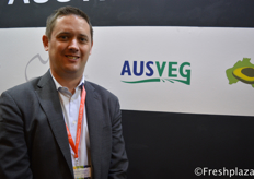 Michael Coote from AUSVEG, they export potatoes, onion, brocoli to China, though they hope that they can also export carrots in the future. Other areas they export vegetables to include Singapore, Dubai, Japan, Maleisia and Hong Kong. //来自AUSVEG的Michael Coote,他们向中国出口土豆、洋葱、椰菜,尽管他们希望将来也能出口胡萝卜。他们出口蔬菜的其他地区包括新加坡、迪拜、日本、马来西亚和香港。