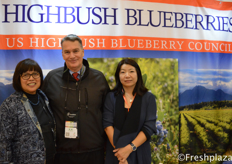 Team from US Highbush Blueberry Council. They represent all blueberry growers in the US. Frozen and dried blueberries are allowed to enter China, they hope that fresh blueberries will also be allowed soon.//美国高丛蓝莓协会的团队他们代表了美国所有的蓝莓种植者。冷冻和被晒干的蓝莓被允许进入中国,他们希望新鲜蓝莓也将很快被允许进入中国。
