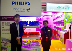 To the rigt, Grace from Signify/Philips.右边是来自飞利浦照明(中国)投资有限公司的费佳