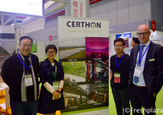 From left to right, Simon Lin, Wang Wenjing, Wang Chengda and Richard van der Sande from Certhon. Certhon designs and builds modern greenhouses for the greenhouse horticulture sector and is an innovator in the development of growth chambers and technical systems.从左到右为来自Certhon的沈滟、王雯静、王成达和Richard van der Sande。Certhon专为温室园艺行业设计并建造现代温室,是生长室和科技系统开发的创新者。