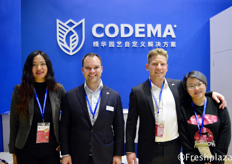 Nana Wang, Jelmer Huizing, Just Roos and Lulu Wang from Codema. They provide essential custom-made horticulture solutions worldwide.来自科迪马系统集团的杨东娜、耶尔马、Just Roos和Lulu Wang。他们在世界范围内提供定制的园艺解决方案。