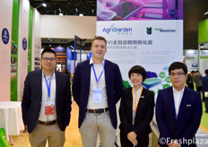 Adam Wang from Viscon China, Daan Mansveld from Vivi, Laurie and Minghong Li from AgriGarden. AgriGarden operates as a full service contractor. They participate in modern agriculture projects from the very beginning to the operation of the projects.来自Vivi的Daan Mansveld,来自Viscon China的Adam Wang,来自AgriGarden的Laurie和Minghong Li。AgriGarden是一家全面服务承包商。他们从现代农业项目,从项目一开始就参与到运行中。