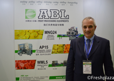 Salieri Gianluca from ABL, a supplier in the production of fruit processing systems.来自ABL的Salieri Gianluca,该公司是一家生产水果加工系统的供应商。
