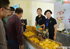 Team of Fushan Fruit, selling agricultural products from Hainan under their own brand, like wax-apple, sweet potato and passion fruit. // 富山果业团队,在自己的品牌下销售海南农产品,如莲雾、红薯、西番莲等。