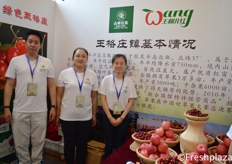 Team from ShanlinBaiguo, they supply Chinese apples and cherries. //