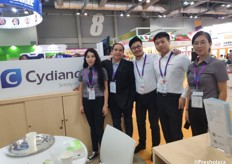 Austin Gu (middle) together with his team of Cydiance. They are a professional provider of data loggers. Cydiance develops solutions for supply chain monitoring and management since 2014. // 来自上海芯点信息科技有限公司的顾少卿和他的团队。他们是数据记录仪的专业供应商。上海芯点信息科技有限公司从2014年开始开发供应链监控和管理解决方案。