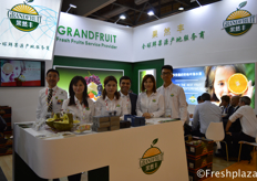 Team of Grandfruit. Grandfruit has changed from a traditional wholesaler to an integrated enterprise including self-owned cold storage, traditional wholesale, on-line off-line, end users retail thoses models. They are the official sales partner of Spanish Bollo in China.果然丰团队。果然丰已经从传统的批发商转变为自营冷库、传统批发、线上线下、终端用户零售模式的综合性企业。他们是西班牙Bollo在中国的官方销售伙伴。