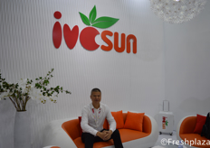 Mr. Wang Haibo, President of Shanghai Ivcsun Industrial Development Co., Ltd. They are a supplier of premium local and imported produce to Chinese consumers, a leading wholesale business, and a professional service provider for local and international suppliers.来自上海爱泽实业发展有限公司的董事长总经理王海波。他们是一家为中国消费者提供优质本地和进口产品的供应商,一家领先的批发企业,以及为本地和国际供应商提供专业服务的供应商。