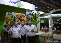 Chunjie Wang and Jian Ke Huang Sales Director from Shanghai Nowfrutti Co., Ltd. They are mainly engaged in the import of fresh fruit and the marketing and wholesale of various fruit. With their Disney Fruit packaging they have a good position in the Chinese market.来自上海农富果品有限公司(广州)的Chunjie Wang及销售主管黄健科。他们主要从事新鲜水果的进口和各种水果的销售批发。他们的迪斯尼水果包装在中国市场占有很好的地位。