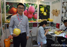 Ray Lewis from Jining Glory Foodstuff Co.,Ltd. They are a grower, packer and exporter of fresh and dehydrated vegetables and fruits from China.来自济宁汇昌农产品有限公司的销售经理Ray Lewis。他们是一家中国新鲜脱水蔬菜和水果的种植商、加工商和出口商。