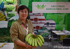 Mrs. Xinyu Fruits Agricultural Corporation. Specialised in importing bananas to the Chinese market.来自新余市水果农业公司的梁小姐。该公司专门向中国市场进口香蕉。