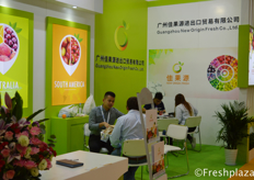 Jeffery Chen from Guangzhou New Origin Fresh Co.,Ltd. They focus on importing fresh fruits from Australia, South Africa and South America etc. And they bring the fruit to markets in China and South East Asia.来自广州佳果源进出口贸易有限公司的进口专员陈志威。他们主要从澳大利亚、南非和南美等地进口新鲜水果,并将这些水果带到中国和东南亚市场。