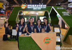 Galsang Xie, Amy Ji and colleagues of Great-Sun Foods Co., Ltd. Currently, their products are exported to the United States, Canada, Australia, Southeast Asia, Hong Kong, India, the Middle East and etc. With main products grapes and navel orange.来自宏辉果蔬股份有限公司的纪粉萍,谢佩清和同事们,目前,他们的产品被出口到美国,加拿大,澳大利亚,南洋,香港,印度,中东等,主要产品为葡萄和脐橙。