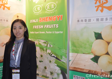 Shirley Yang from Xinji Shengyi Fruits Co.,Ltd. They are a professional pear producer and exporter.来自辛集市盛溢果品有限公司的Shirley Yang。该公司是一家专业的梨生产和出口企业。