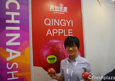 Deng Yumeng from Guangzhou Qingyi Agricultural Technology Co., Ltd. Specialised in growing, packing and exporting Chinese apples. // 来自广州青怡农业科技有限公司的进出口专员邓雨萌,该公司专业种植、包装和出口中国苹果。
