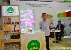 Windy Gu from Shandong Yuesheng Fruits Vegetables Co., Ltd. Producer and exporter of apples, chestnut, garlic, ginger and pears. // 来自山东月笙果蔬有限公司的Windy Gu,该公司是苹果、板栗、大蒜、生姜、梨的生产和出口企业。