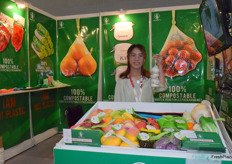 来自IDEALISTS的Lucia. 公司生产用于蔬果的生物基包装材料。Lucia from IDEALISTS. The company produces 100% compostable packaging material.