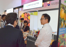 Mr Piao Renhao is receiving visitors at the booth. The company supplies a wide range of fresh fruits from South Korea.