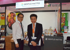 Mr Piao Renhao and his colleague are presenting the company at the booth.