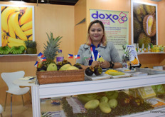 Doxo International trading supplies different types of fruits from the Philippines. Their main products including bananas, pineapples and mangos. Mrs Marichu R. Edrrlin is presenting the team at the booth.
