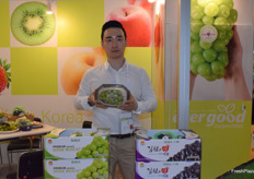 Evergood corporation supplies a wide variety of South Korean fruits including grapes, strawberries, peaches and apples. Mr Kim is presenting the company at the booth.
