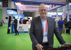 Guus van Berckel with Griendtsveen and member of the International Peatland Society. A few days before the Horti China exhibition started, a field excursion and symposium for the peat industry were already hold as an introduction for the exhibition. On September 18th, the 2019 International Peat Symposium was grandly opened in Qingdao. Nearly 200 people from around the world, peat producers, agents, peat users, experts and scholars, government leaders and experts all attended the meeting. New insights and developments were shared about the current peat industry.
