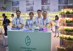 The team with Shang Shu Yuan provides vertical farming solutions for at home, in the office and in office spaces.