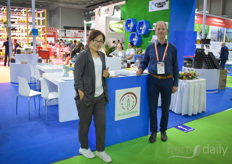 Cindy is with Carlos and provides the marketing for the Chinese supplier. The company invited many friends to participate and Vincent van der Wijngaard of Horticompass was very happy to be one of them.