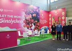 The team of Guangdong Sinolychee Agricultural Group Co., Ltd. First time they participated at Fruit Logistica. They are focused on the production and sales of Chinese lychees. They consist of seven different Chinese companies and combined have a huge output of lychees. // Guangdong Sinolychee Agricultural Group Co., Ltd.团队,这是他们首次参加柏林果蔬展。他们专注于中国荔枝的生产和销售。他们由七家不同的中国公司组成,结合起来,他们拥有巨大的荔枝产量。