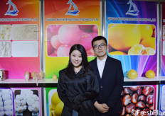 Damon Dai and his colleague from Qingdao Muyi International Trading Co., Ltd. They are specialised in trading garlic, ginger, apple, pear, honey pomelo and chestnuts. // 来自青岛沐易帆国际贸易有限公司的销售经理代明。他们专门从事大蒜、生姜、苹果、梨、蜜柚和栗子的贸易。