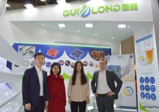 Mr Yu Zheng(1st left))and his colleagues of Guangxi Guolong Plastic Technology Co., LTd. The company is a plastic technology provider.广西国龙塑料科技有限公司的郑宇经理(左一)与他的团队。公司是塑料技术供应商。