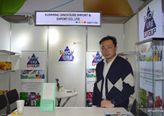 Mr Alular Hoang from Kunming Sinovsure Import & Export Trading Co., Ltd. works with a variety of fresh vegetables and frozen vegetables. The company has facility in Yunnan province. Alular Hoang says he is very happy to be able to attend Fruit Logistica.昆明思诺辉信进出口贸易有限公司的黄嘉程经理。公司的产品包括各类保鲜蔬菜、速冻蔬菜。公司的加工厂位于云南。黄经理表示他很高兴能够来参加这次展会。