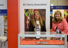 Cheryl Darychuk and Beth Cavers from the BC Cherry Association. // BC Cherry Association的Cheryl Darychuk和Beth Cavers。