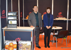 Tom Bi and Catherine Shao from Land Produce. // 济宁陆地贸易有限公司的Tom Bi和Catherine Shao。