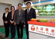 The international sales team of Tianbo Fruit. To the right Small Lei, together with Sun Yuqing, Liu Chao and Gavin Bian. // 天波果业的国际销售团队。从左到右是: 孙宇青,刘朝,赵小磊,边庆刚。