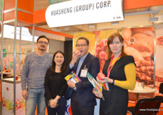 Huasheng Group is a grower and packer of Chinese apples. Second from left is Kathy Han, Import and Export manager. They are visited by Kevin Auyeung, second from right, and Alyona Kryuchkova, both from Italian company RK Growers. // 华盛集团是中国苹果的生产商和包装商。左边的是Kathy Han,进出口经理。他们正在访问的Kevin Auyeung,右二,和Alyona Kryuchkova,无论是从意大利进出口公司RK种植者。
