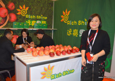 Juliet Zhu is the General Manager at Richshine Fruit and Vegetables, grower and packer of Chinese apples for export. // 礼县远亮果蔬有限责任公司的总经理朱叶,该公司是一家出口中国苹果的种植商和加工商。