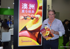 John Moore of Summerfruit Australia. In December a special export programme for Australian nectarines will start. Summerfruit Australia is cooperating with high-end retailers across China including Yumsum and Joy Wing Mau. // 澳大利亚夏令核果协会的John Moore。在十二月份,澳大利亚油桃一个专用出口项目将启动。澳大利亚夏令核果协会与全中国的高端零售商合作,包括源兴和佳沃鑫荣懋。
