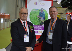 Michael Ahern, CEO of Onions New Zealand, together with Kevin Wilcox, Managing Director of Wilcox & Sons. // 新西兰洋葱协会的首席执行官Michael Ahern,与Wilcox & Sons的执行董事Kevin Wilcox。