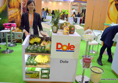 Airy He of Shanghai office of Dole in China. The Philippines are lobbying hard to receive market acces for the country's avocadoes, of which planting has grown rapidly in recent years. // 都乐中国上海办公室的何晓燕。菲律宾正在努力游说中国市场接收来自该国的鳄梨,近年来,这种水果的种植增长迅速。