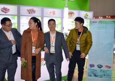Shu Guo Le is a a Chinese designer and producer of packaging and packaging solutions. On the photo are Cha Xianping, Liu Xiaomei, Lu Hongliang and Mr. Liang. // 蔬果乐是一家中国设计公司,以及包装和包装解决方案的生产商。照片上是查显平,刘晓梅,卢宏亮和梁先生。