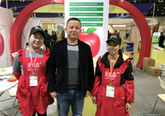 Wang Xiao Dong, export manager at MerryCall, a grower and packer of apples. The company is selling its fruits in China and has started exports to the USA. // MerryCall(洛川美域高生物科技有限责任公司)的出口部经理王晓东,MerryCall是一家苹果种植者和出口商。该公司在中国销售其水果,并已开始出口到美国。