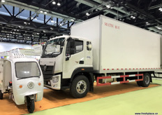 Trucks and scooters on display to boost cold chain transport network. // 正在展示的加强冷链运输网络的卡车和小型摩托车。