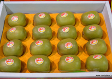 Qifeng's red hearted kiwifruit variety. The company is also selling green and golden kiwifruit // 齐峰的红心猕猴 桃。该公司还销售绿色和金色猕猴桃