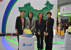 The sales team and management of Xin Ye Yuan // 兴业源的 销售与管理团队