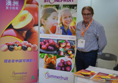 John Moore of Summerfruit Australia. This year's new crop of Australian peaches and nectarines is looking great, according to John // 澳洲夏令核果协会的John Moore。据John说,今年的澳大利亚桃子和油桃的新作物看起来不错