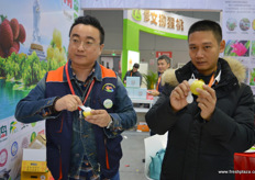 Hainan's agricultural products are represented by a group of growers from the island, including Lin Bo and Ma Fulai from Hainan Province Farmers Agricultural Development // 海南农产品以来自该岛上的一批种植者为代表,包 括来自海南省农人果匠农业发展有限公司的林波和马福联