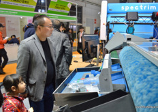 Compac's Spectrim sorting machine on show // 康柏展示的 光谱分选机