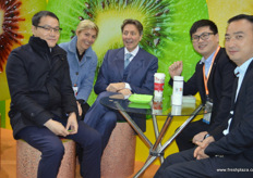 Italian and Chinese kiwifruit industry united // 齐峰果 业的李峰